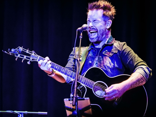 David Cook performances heat up the house