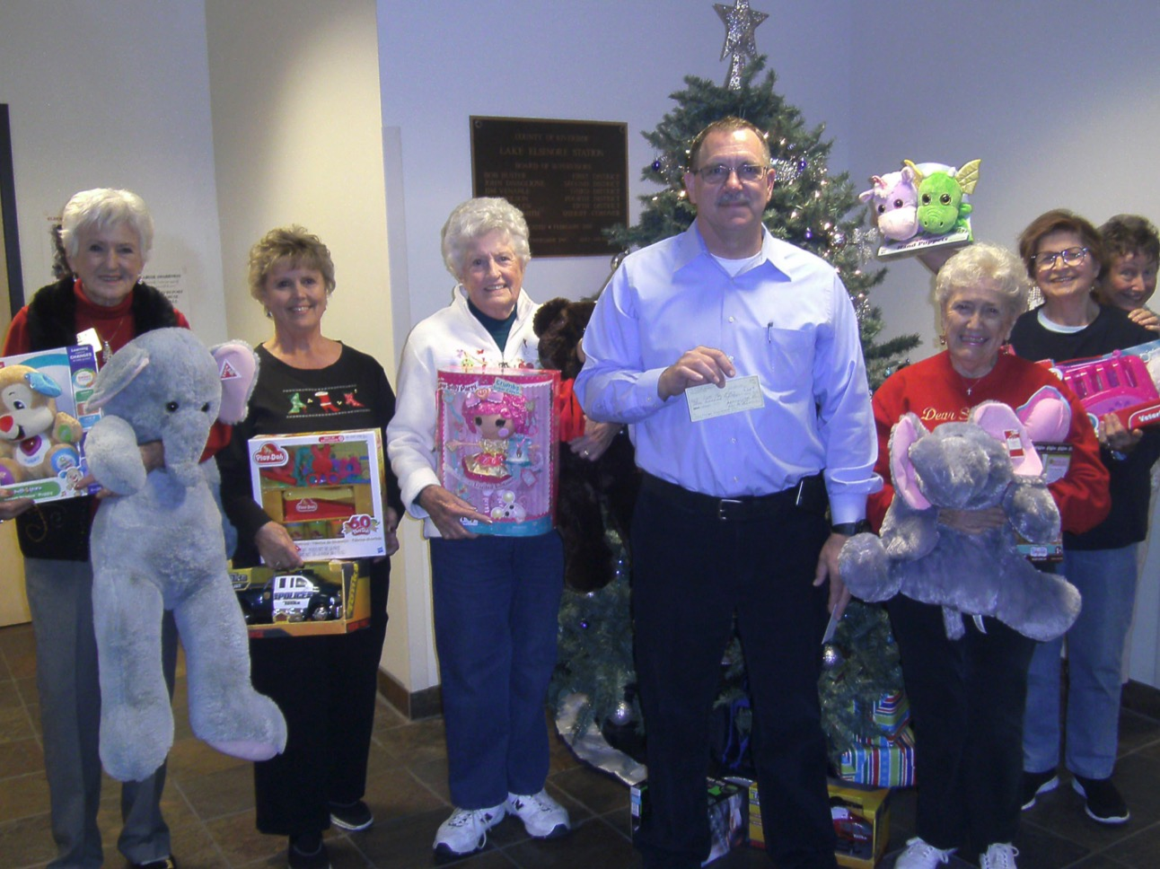 Lions and Lioness Clubs give back during the holidays